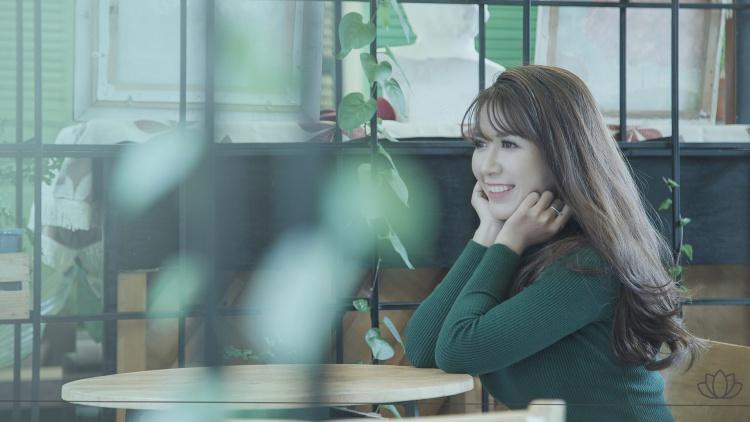 笑顔の素敵な女性の画像