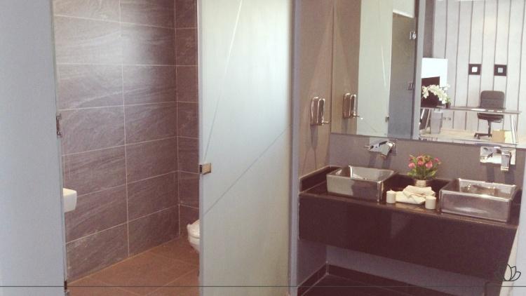 トイレの鏡の画像